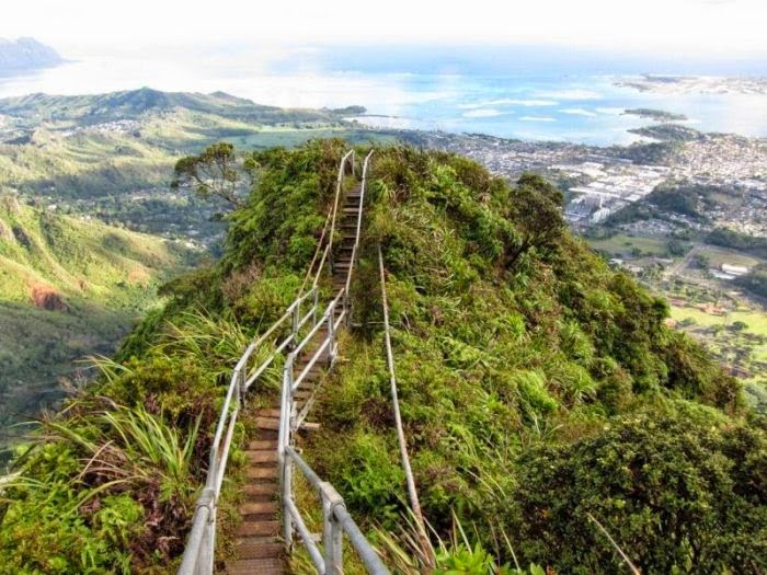 Haiku Stairs in Hawaii (11)
