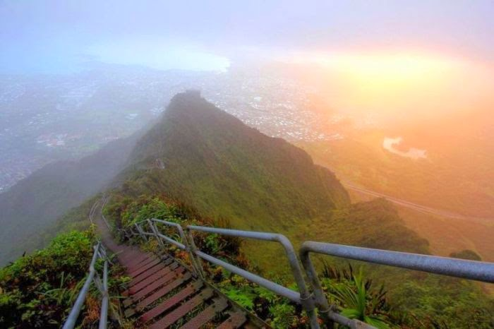 Haiku Stairs in Hawaii (12)