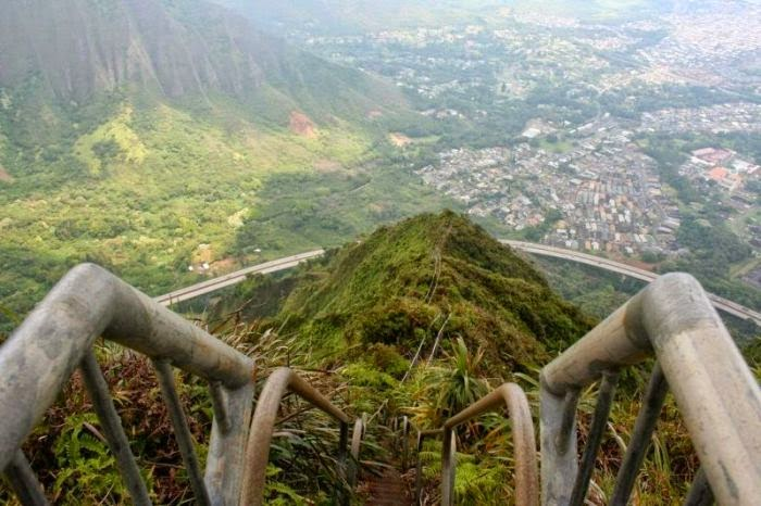 Haiku Stairs in Hawaii (7)