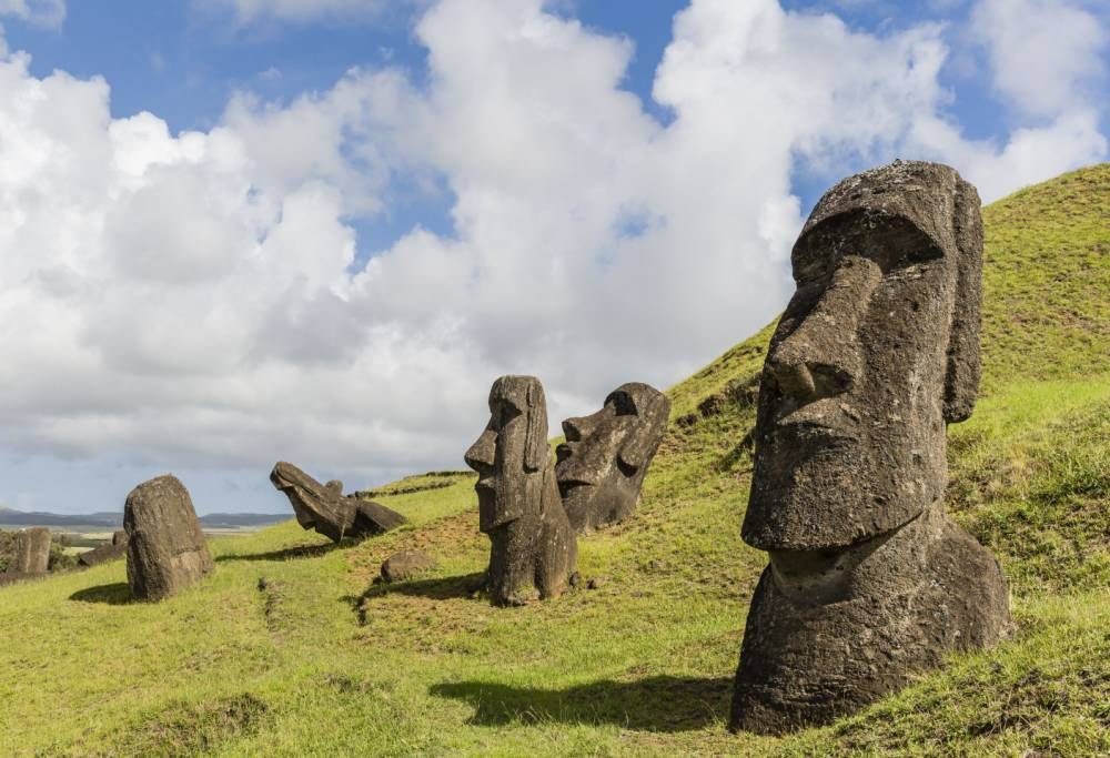 Do easter island statues have bodies