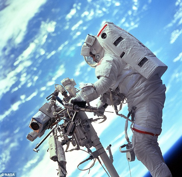 NASA - Real astronauts in space (8)